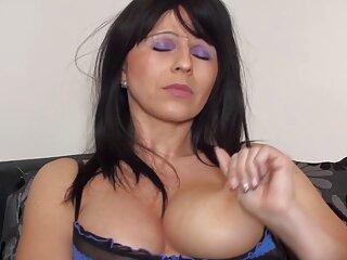 गहरे गले के साथ तीन लड़की बहान हाई_हेल्स भाई की सेक्सी वीडियो