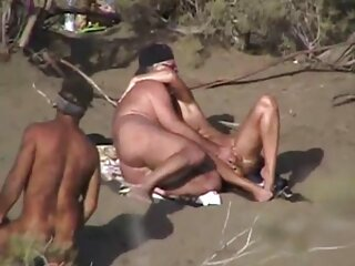 वीडियो में सेक्सी नग्न देहती पार्किंग चलना जब उन्होंने देखा