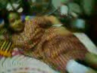 डीजे युवा अभिनेता देसी हिंदी गुजराती सेक्सी वीडियो उसे आमंत्रित किया.