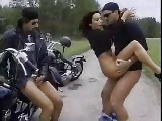 एक जवान औरत के साथ हिंदी रोमांटिक सेक्सी फिल्म छोटे स्तनों तीन पुरुषों दिया