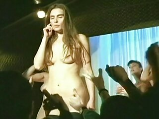 उसने मुंह में मशहूर हस्तियों को बड़ा किया था और पीठ में चुदाई की सेक्सी वीडियो शूट की थी
