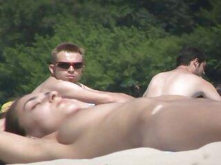 वह दो लंड के होते हैं और नग्न समुद्र तट के साथ उसे सनी लियोन हिंदी सेक्सी वीडियो गधा भरा