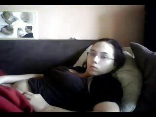 नर्डी छात्र प्रमाणित करने के लिए हरियाणवी बीएफ मदद पाने के लिए एक डिप्लोमा किशोर है करने के लिए गर्म सेक्स